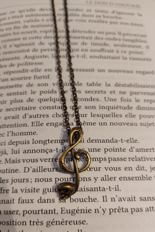 collier gasps